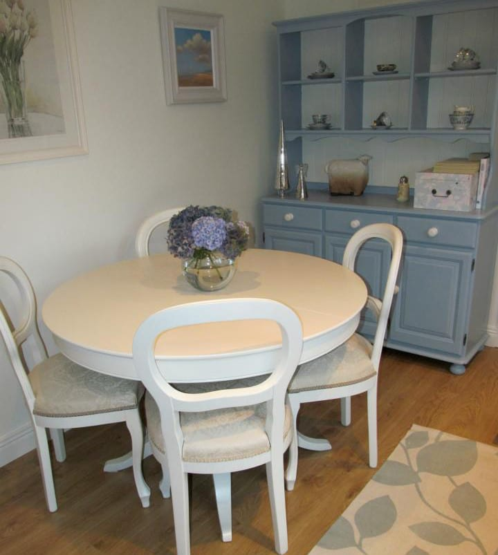 table-chairs-and-dresser