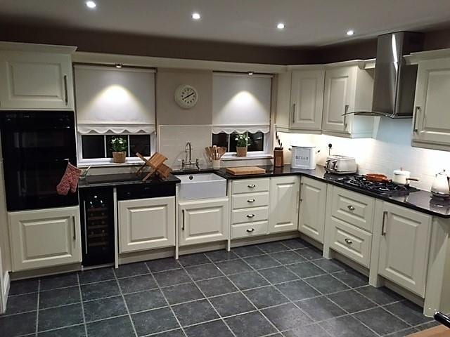 Maple Kitchen with Cookerhood Replacement